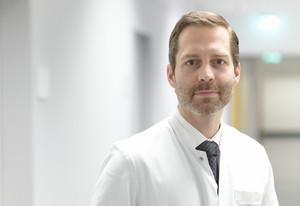 Porträt von Prof. Dr. Falk Schwendicke (Foto: Peitz/Charité)